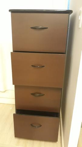 Arquivo em madeira, com 4 gavetas e chave, semi novo - Foto 2