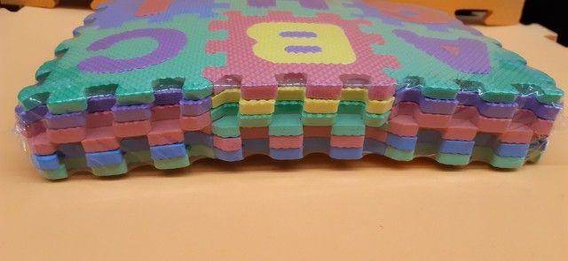 Mini-  tapete  infantil de montar  de letras e números, todos alfabéticos.  - Foto 2