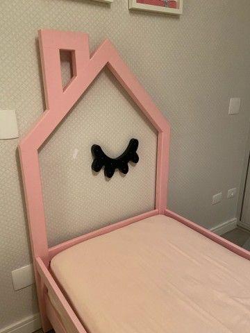 Cama infantil de madeira na cor rosa