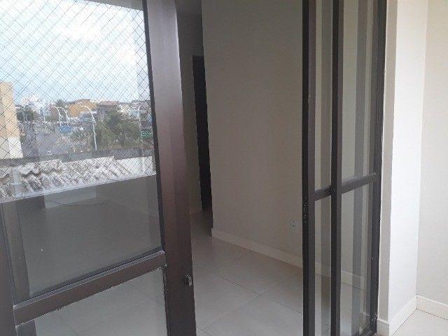 Lindo Apartamento de 3 Quartos Totais na Dorival Caymi Itapuã - Foto 2