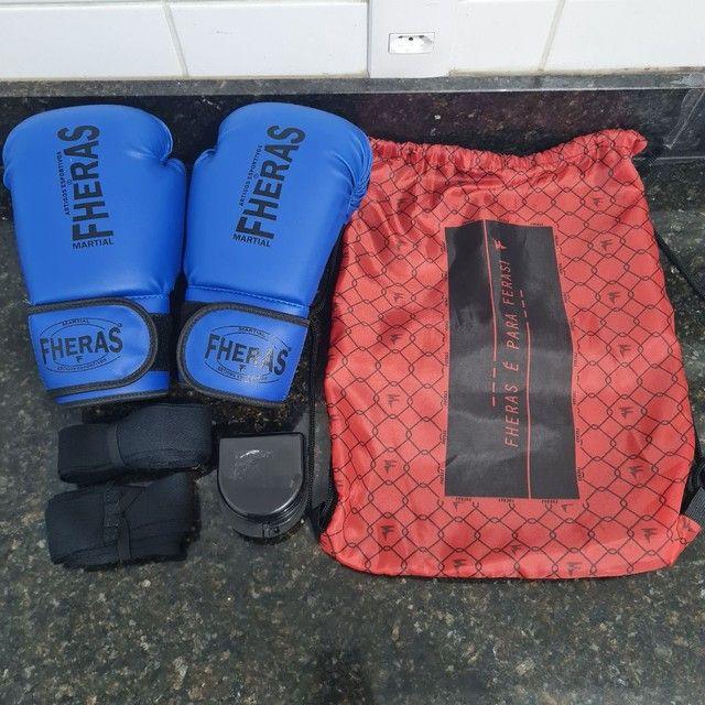 Kit Luva de Boxe Muay Thai MMA Bandagem Bucal 08oz Azul<br><br>