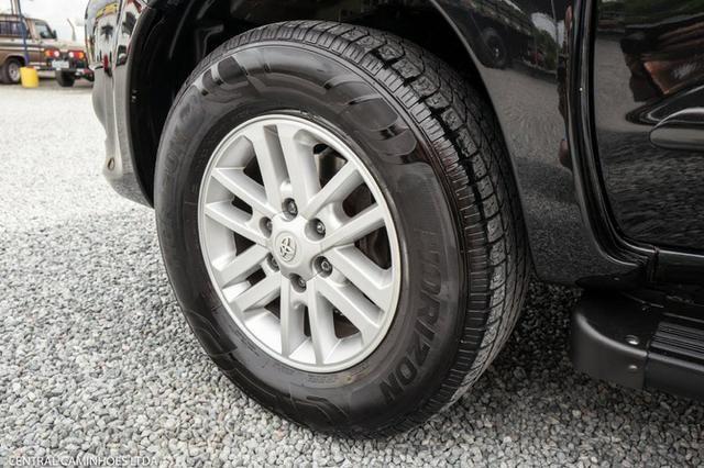 Toyota Hilux Sw4 7 Lugares - Foto 18