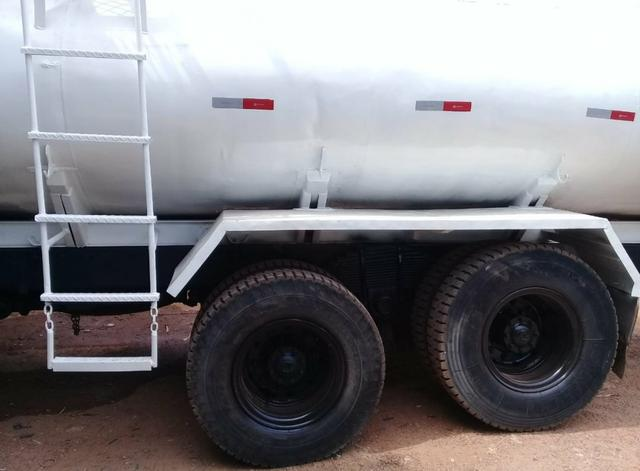 Ford cargo 2422 pipa - Foto 2