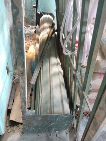 Porta de enrolar de aço (Troco por material de construção)