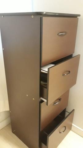 Arquivo em madeira, com 4 gavetas e chave, semi novo - Foto 3