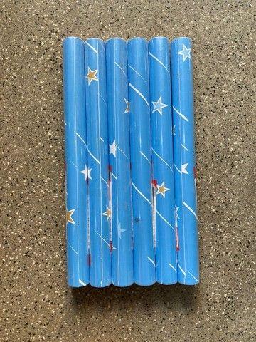 Boa tarde temos adesivo papel parede com fundo azul