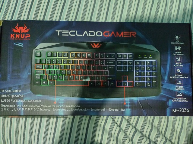 Teclado gamer semi mecânico RGB