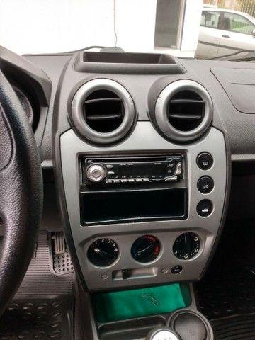 Fiesta class sedan 1.6 2011 - Foto 7