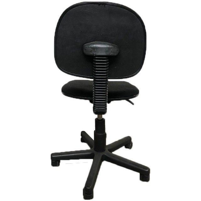 Cadeira giratória para escritório em tecido preto estado de nova - Foto 3