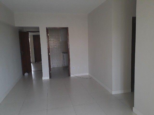 Lindo Apartamento de 3 Quartos Totais na Dorival Caymi Itapuã - Foto 7