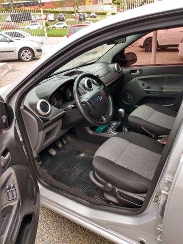 Fiesta class sedan 1.6 2011 - Foto 3