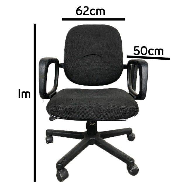 Cadeira giratória em tecido preto para escritório - Foto 4