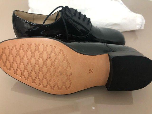 Sapato Social em verniz 38 zerado Pediluvio - Foto 3