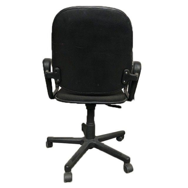 Cadeira giratória em tecido preto para escritório - Foto 3