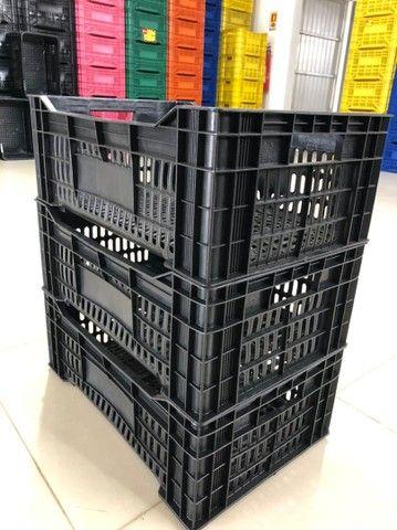 Caixa plástica 56x36x21 altura