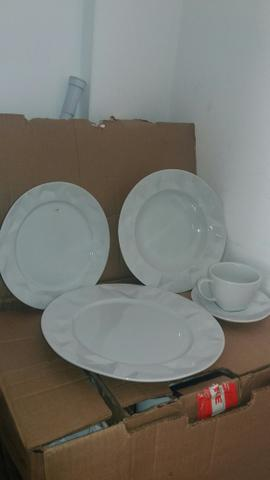 Conjunto de jantar de porcelana