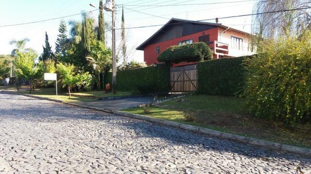 Sobrado estilo colonial com Amplo terreno para quem quer morar om Qualidade de vida - Foto 2
