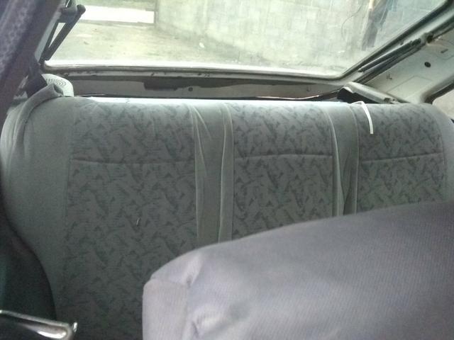 Vendo ou troco num carro mais novo gol,uno,palio.etc - Foto 4