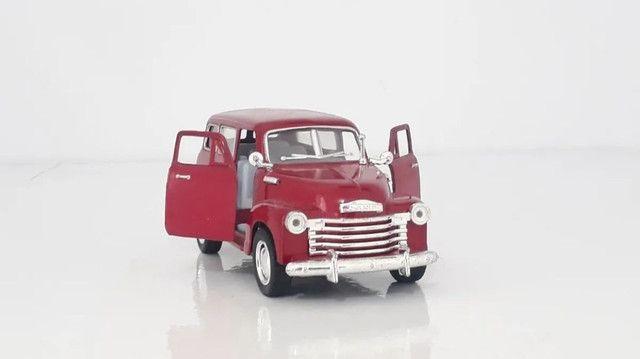 Miniatura Chevrolet Suburban 1950 Vermelha