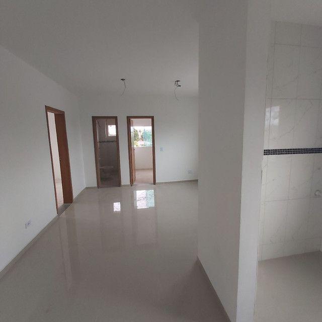 _/ Excelente Apartamento,02qts, sacada, vaga coberta, piso, 5min terminal  - Foto 8