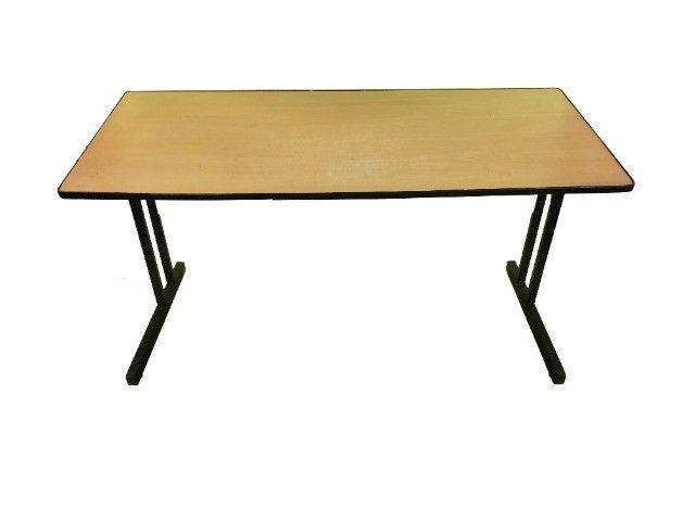 Mesa para escritório com duas gavetas em madeira marfim usada - Foto 3