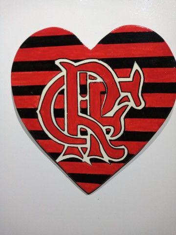 Coração do Flamengo de madeira.