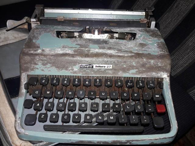 Máquina de Escrever Olivetto Lettera 32