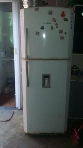 Vendo geladeira duas portas água na porta no precinho