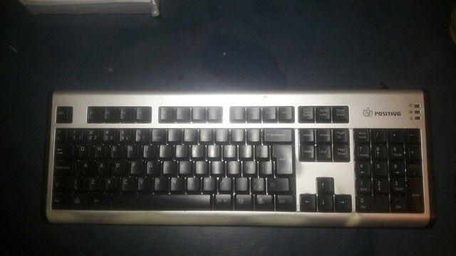 Vendo 2 teclados antigos funcionando 100%
