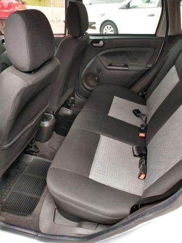 Fiesta class sedan 1.6 2011 - Foto 8