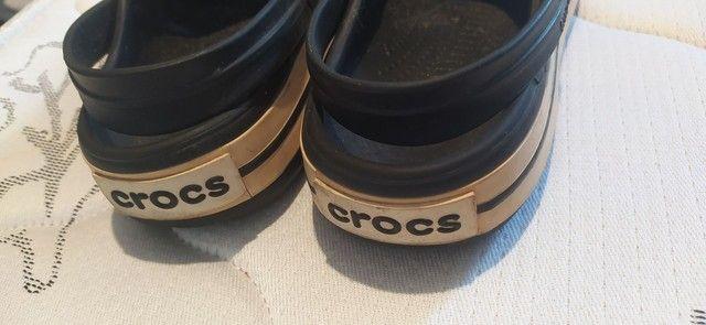 Vendo Crocs usada - Foto 2
