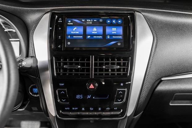 Toyota Yaris 1.5 Hatch 2019 + Kit de GNV novo Tabela fipe - Foto 4