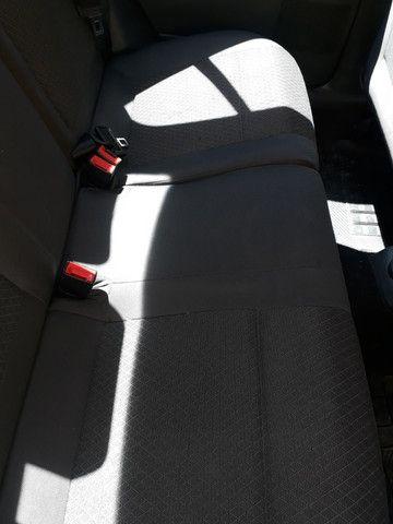 Polo Sedan 1.6 Confortiline 2013 - Foto 14