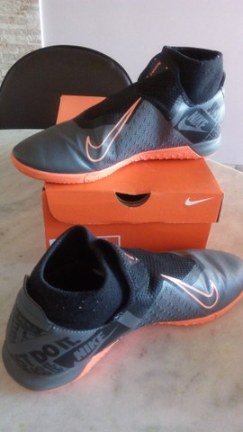 Chuteira Futsal - 41 -  Nike Phantom Vision Academy  - Cinza+Preto+Laranja