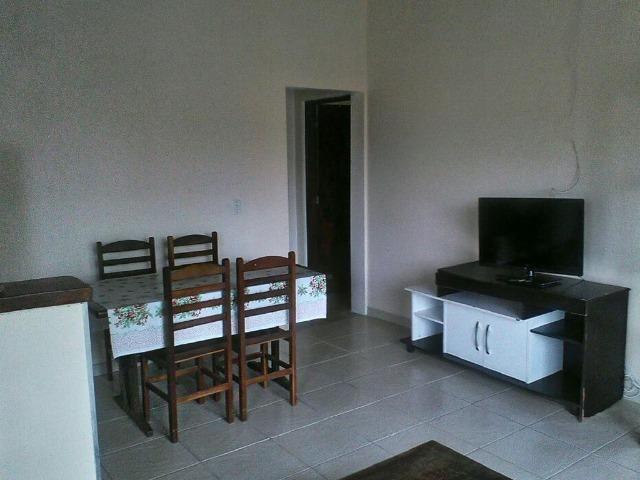 Suite em casa compartilhada a 200 m da praia do centro e praia do indaia