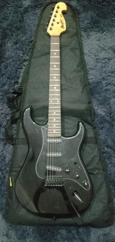 Guitarra Stratocaster Memphis Preta