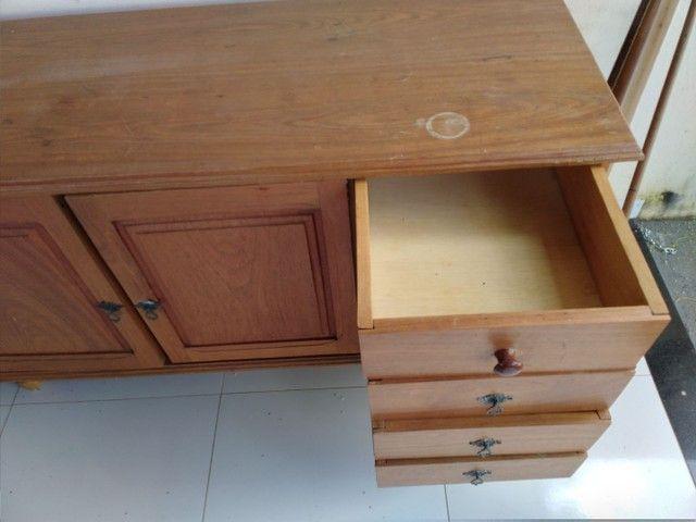 Armario de madeira
