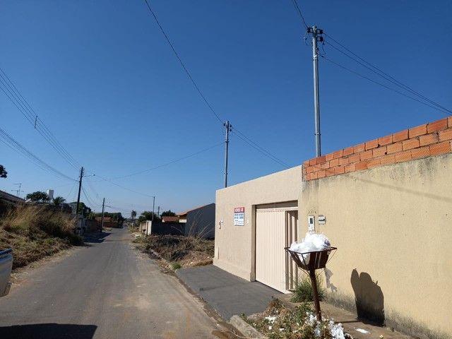 Casa de 130 metros quadrados no bairro Setor dos Bandeirantes com 3 quartos - Foto 2