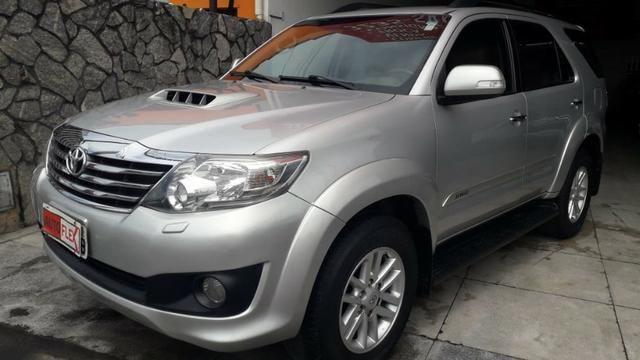 Toyota Hilux Sw4 3.0 Srv 4x4 - Foto 2