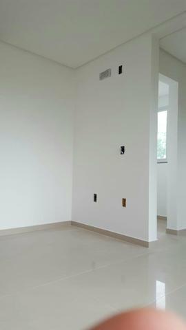 Apartamento semi mobiliado 2 dormitório sendo 1 suíte bem localizado nós ingleses - Foto 12