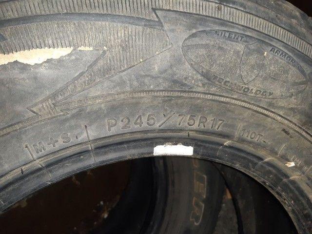 Vendo ou troco  pneus para camionete aro 17 - Foto 5