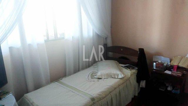 Casa com 04 quartos e excelente localização - Foto 9