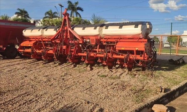 Trator plantadeira Kuhn PDM PG 1700