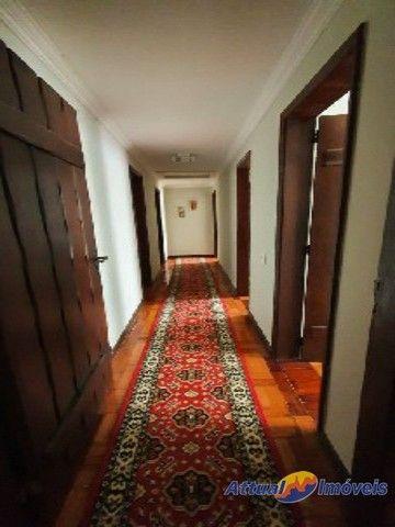 Excelente casa linear com estilo neoclássico, construída em terreno de 5.927 m² , 4 quarto - Foto 9