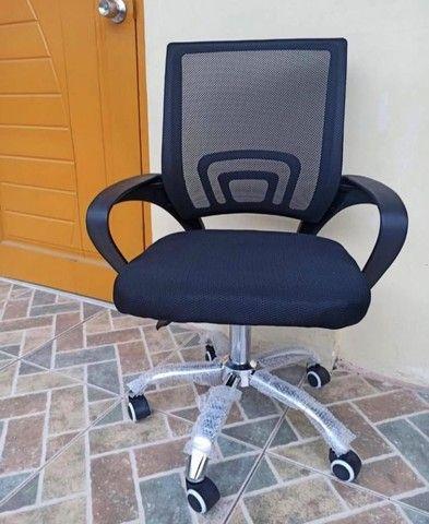 NOVA/NUNCA USADA - Cadeira giratória - Foto 2