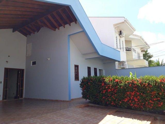 Casa térrea 5 quartos sendo 2 suítes, bairro Jardim Itália