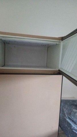 Vendo geladeira  e estufa os dois por 500 - Foto 2