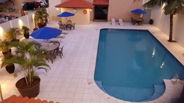 Apto no centro com hidro spa, piscina e estacionamento - Foto 8