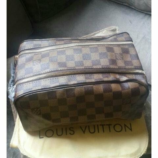 Bolsa Necessaire da Louis Vuitton