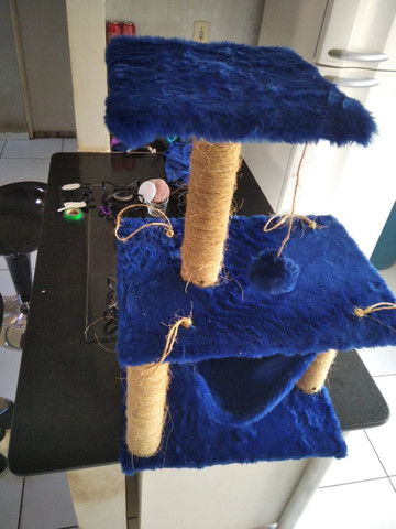 Arranhador para gatos com rede